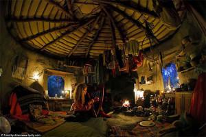 Фотограф Тимоти Аллен - женщина, живущая в глиняной хижине