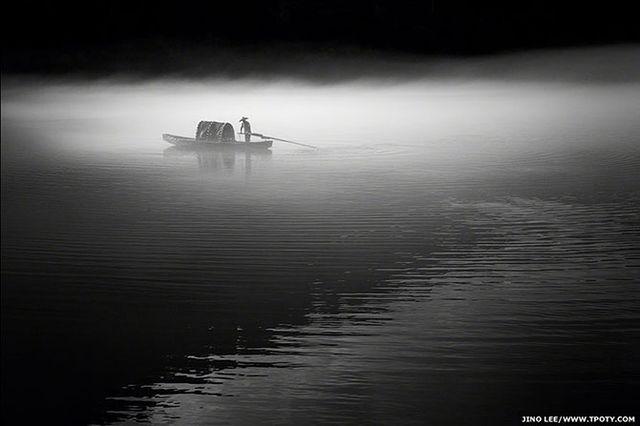 Фотограф Джино Ли - фото рыбака на реке Дунцзян в Китае.