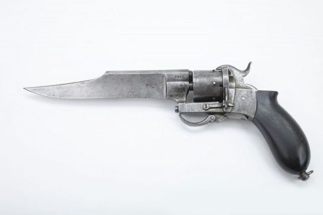 Штыковой револьвер с кинжалом - калибр 8 мм.