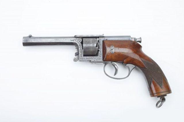Револьвер иглострел.