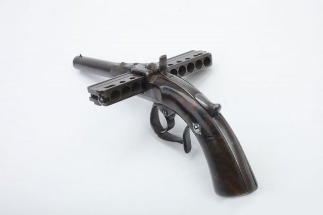 Европейский 10-зарядный пистолет-гармошка - калибр 9 мм.
