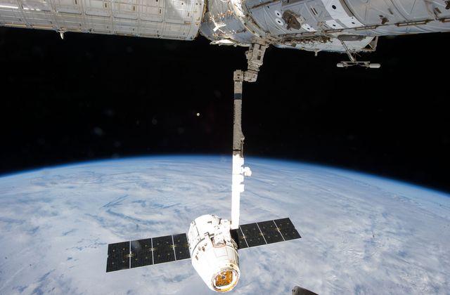 Процесс расстыковки корабля с МКС