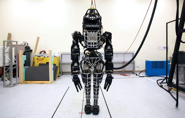 """Двуногий человекоподобный робот """"Атлас"""""""