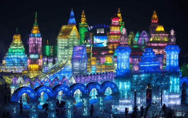 Более 10 000 скульпторов круглосуточно работали в китайском городе Харбин для подготовки к ежегодному фестивалю