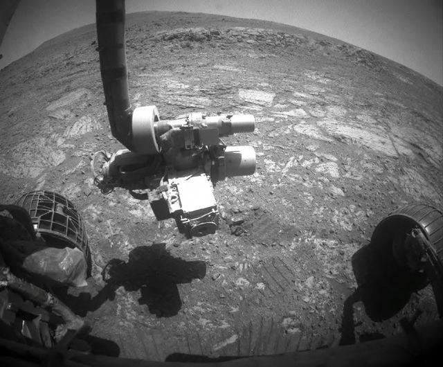 Вид из передней камеры Марсохода НАСА