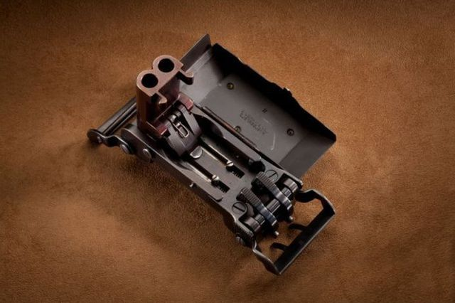 Нацистский пистолет в пряжке ремня.