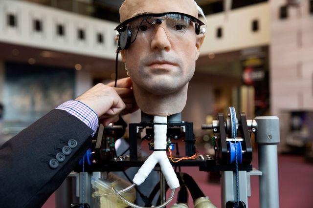 """Робот """"Невероятный Бионический Человек"""""""