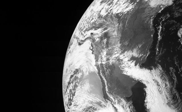 Фотография Земли, сделанная с корабля Юнона