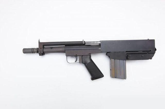 Полуавтоматический пистолет.