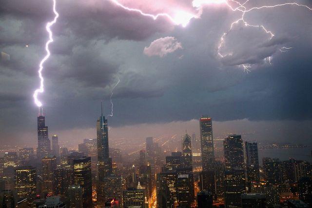Удар молнии в Чикаго