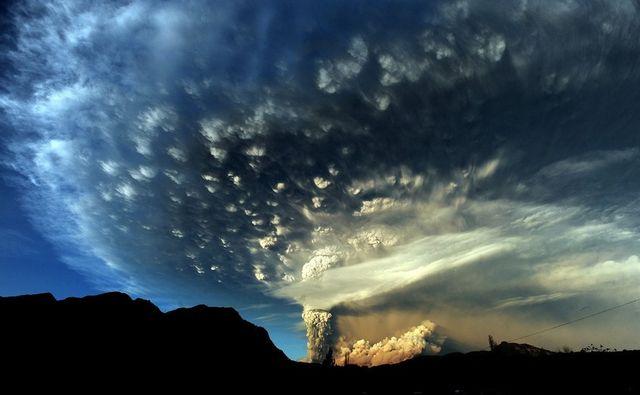 Начало извержения вулкана Пуйеуэ в Чили