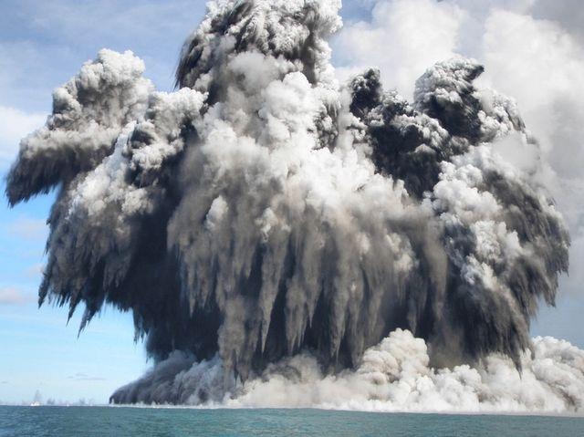 Подводный Вулкан в Тонга