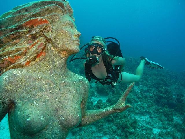 Затопленная статуя