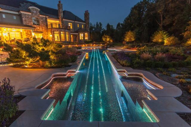 amazing-stradivarius-violin-swimming-pool-creates-backyard-fantasy-3_1