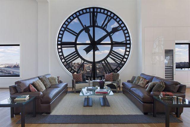 Креативный лофт в часовой башне
