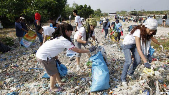 Собирают мусор