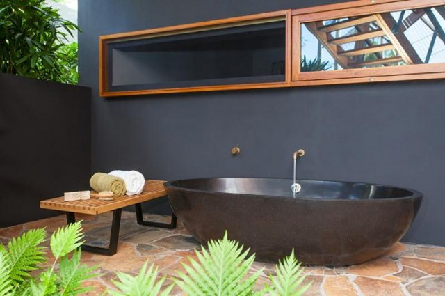 11-Black-bathtub-600x399