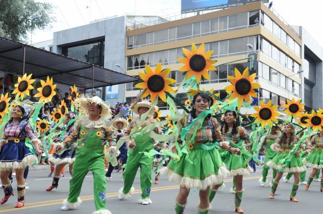 Фото-репортаж с ежегодного «Фестиваля Цветов и Фруктов» в Эквадоре