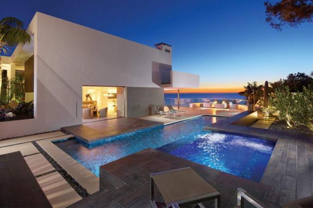 Дом на берегу океана в Коринф