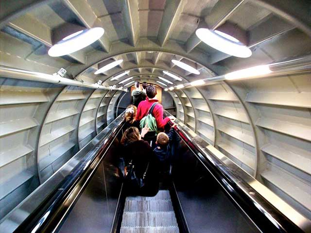 Belgique_Atomium_Tube_interieur_d82129d9385b48f2a7ff934ba8832e55