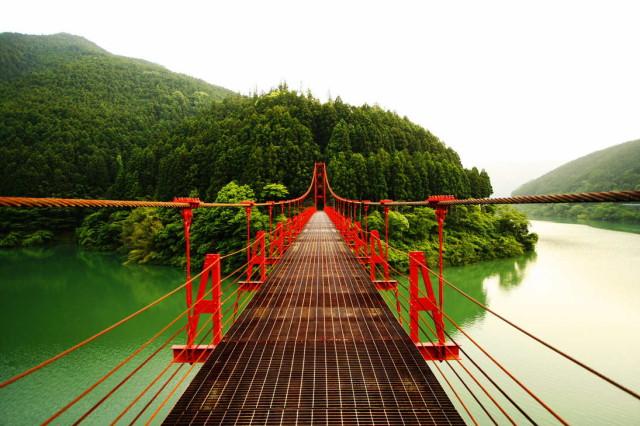 Red_Bridge_by_fotopakismo_1
