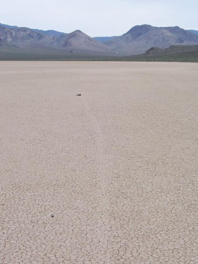 death_valley_california_sailing_stones_mojave_desert2