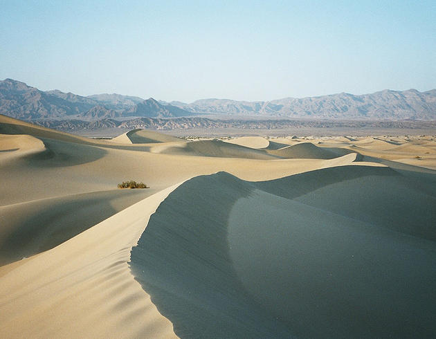 death_valley_california_sailing_stones_mojave_desert_sand_dunes12