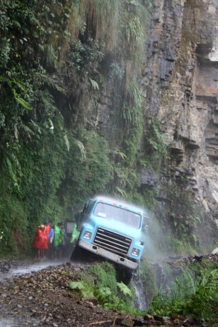 north_yungas_road_of_death_bolivia12