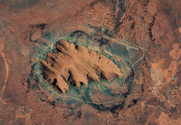 space-earth-photography-uluru-australia-nasa