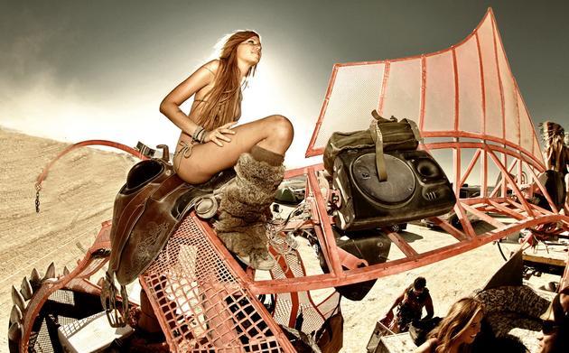 Tomas-Loewy-Burning-Man-2011-Highlights-pre-selection-138-