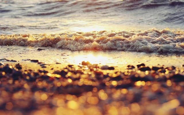 beach-water-waves-sun-wallpaper-1680x1050_1