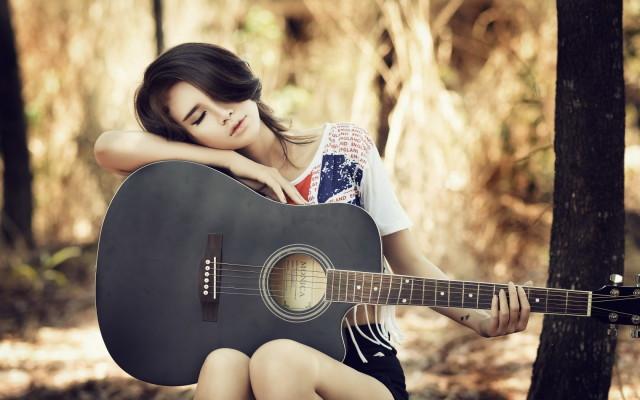 lovely-asian-girl-guitar-bokeh-wallpaper-1680x1050_1