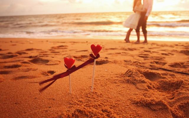 mood-boy-girl-hearts-beach-waves-wallpaper-2560x1600_1