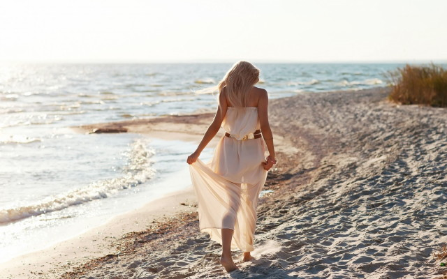 mood-girl-blonde-dress-sand-beach-sea-waves-wallpaper-1680x1050_1