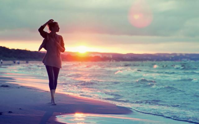 mood-girl-sand-sea-beach-sunset-background-1680x1050_1