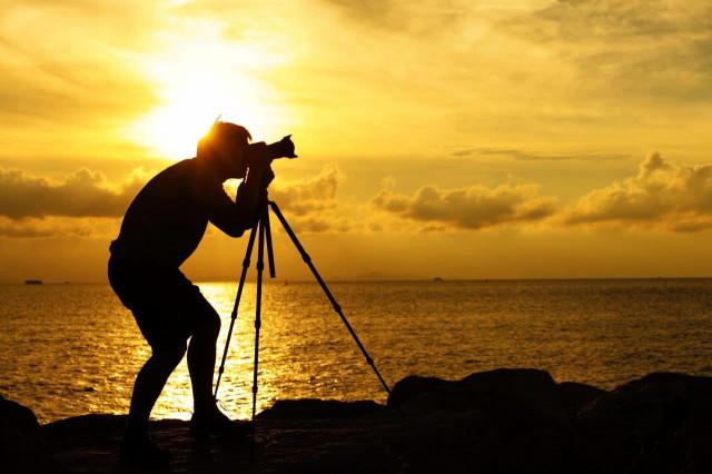 silhouette-photographer-tripod-sunset-sunrise_1