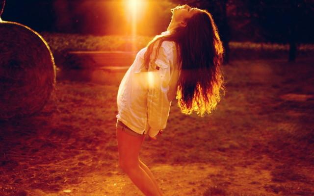 sun-girl-mood-wallpaper-1680x1050_1