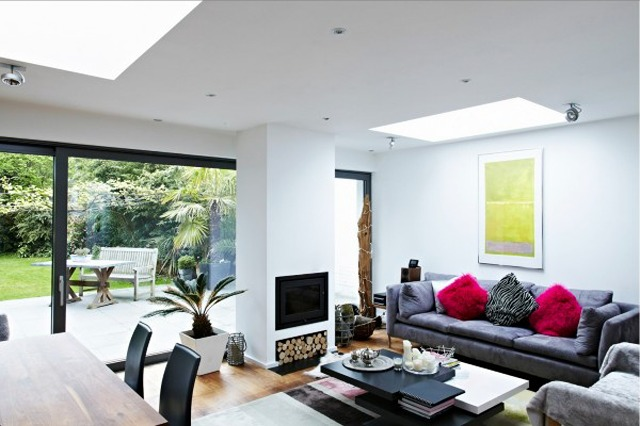 living-space-with-glass-wall-6-600x400