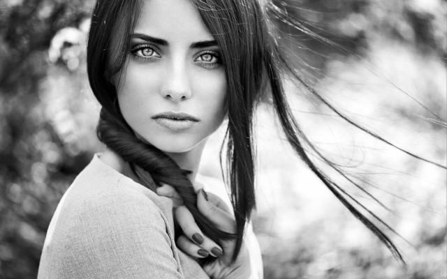girl-look-black-and-white-bokeh-wallpaper-1680x1050_1