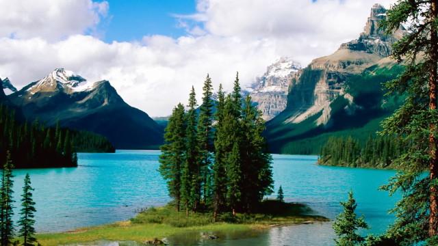 Maligne-Lake-Canada-Nature-hd-wallpaper_1