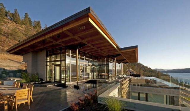 Mountain-Side-Home-With-Water-Front-Views-in-Canada-by-David-Tyrell-Architecture-2_1