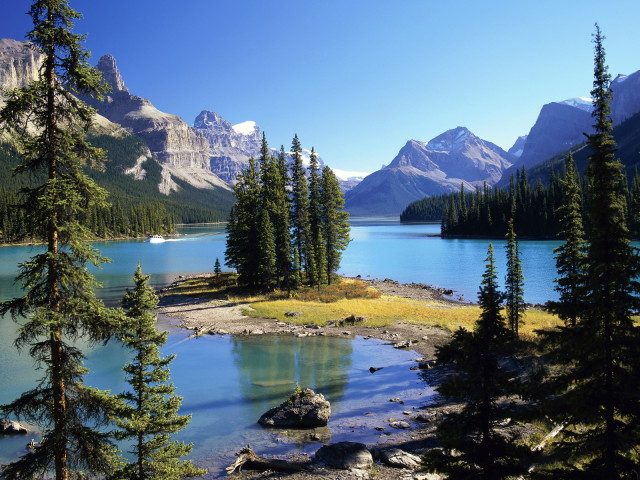 Spirit-Island-Maligne-Lake-Jasper-National-Park-Alberta-Canada-HD_1