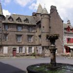 Маленькая французская деревушка со средневековыми пейзажами