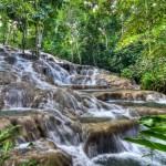 Интересные водопады Даннс Ривер на острове Ямайка