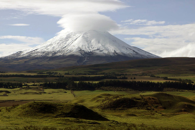 Volcano-Cotopaxi-in-the-Andes-Mountains_1