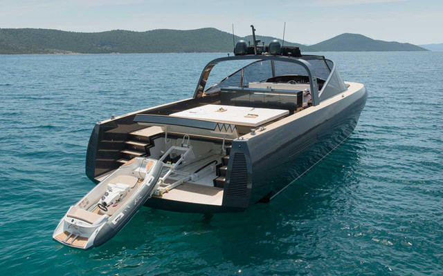 norman-foster-and-partners-alen-68-motor-yacht-designboom-02_1