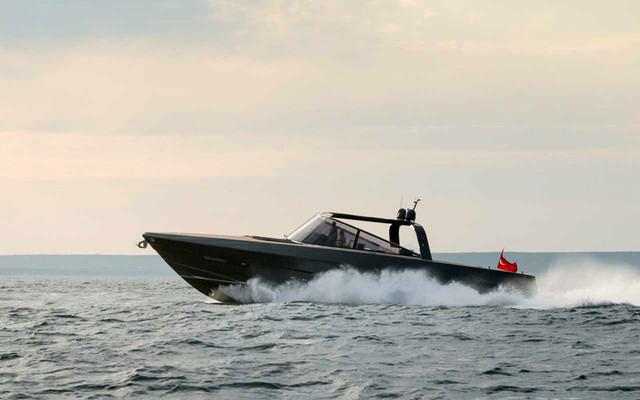 norman-foster-and-partners-alen-68-motor-yacht-designboom-05_1