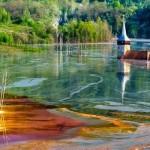 Как медный рудник может сделать озеро оранжевым: репортаж из Румынии