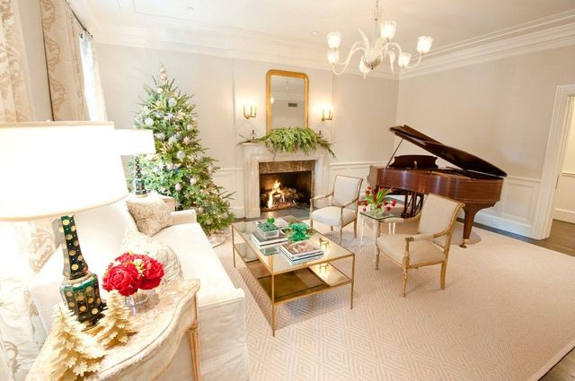 Christmas-tree-in-a-Scandinavian-home-with-grand-piano_1