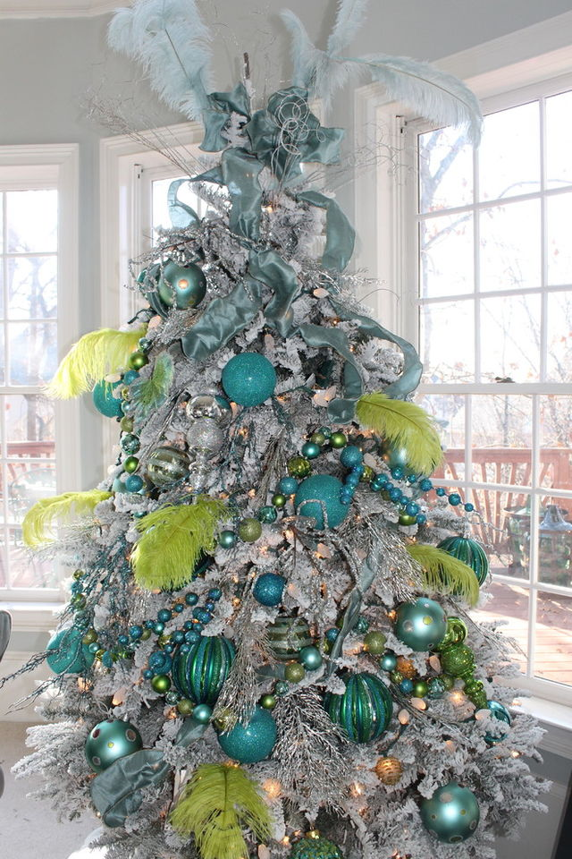 Christmas-tree-in-blue-with-ribbons-and-feathers_1